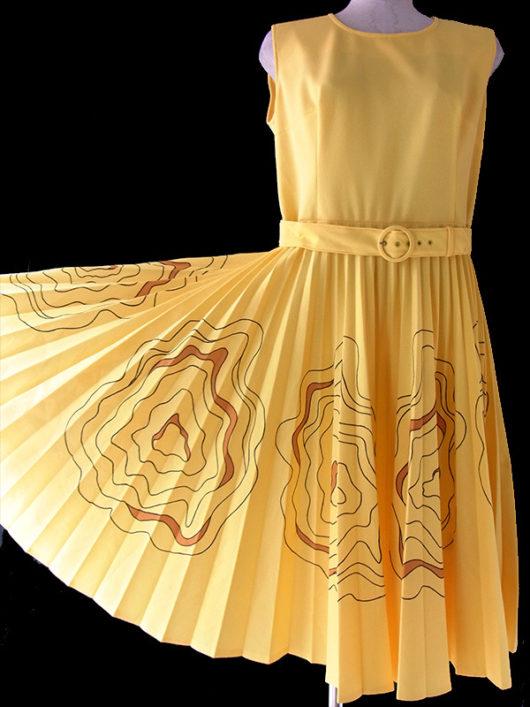 【送料無料】ロンドン買い付け イエロー X レトロ模様がプリーツスカートに広がる 共布ベルト付き ワンピース 16OM502【ヨーロッパ古着】