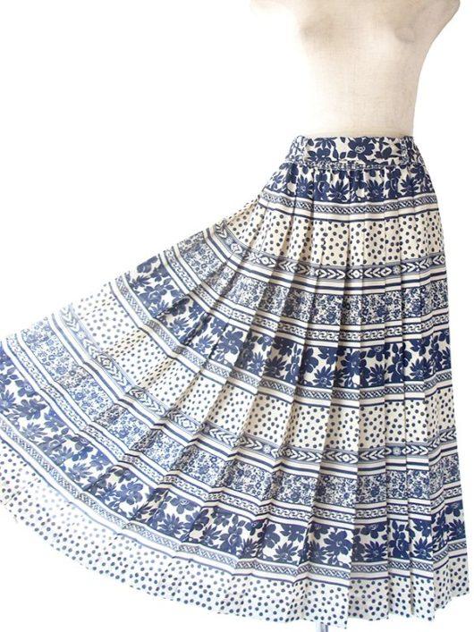 【ヨーロッパ古着】70年代製 Betty Barclay オフホワイト X ブルー 花柄・水玉 共布ベルト付き プリーツ スカート 16BS232【おとなかわいい】