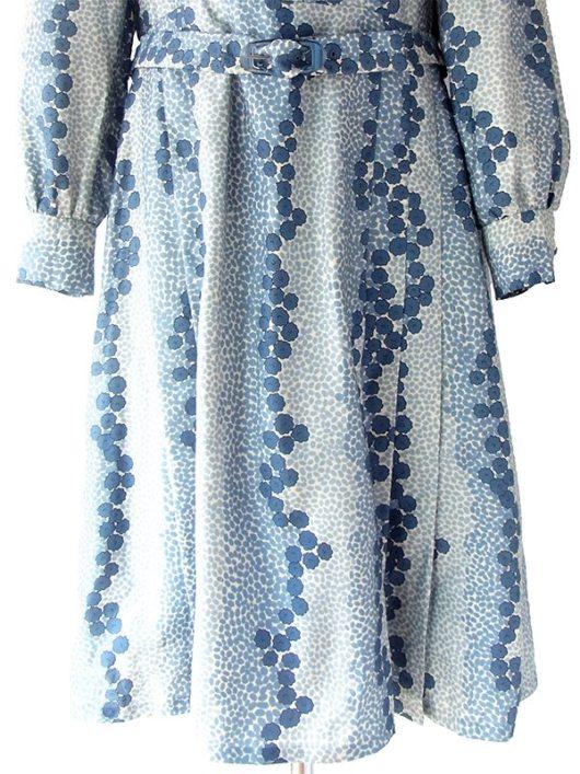 【送料無料】ロンドン買い付け 70年代製 オフホワイト X ブルー レトロ花柄 共布ベルト付き ワンピース 17BS005【ヨーロッパ古着】