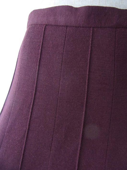【ヨーロッパ古着】ロンドン買い付け 70年代製 バーガンディー X 生地を摘んだライン 裾元ボーダー スカート 17BS146【美品】