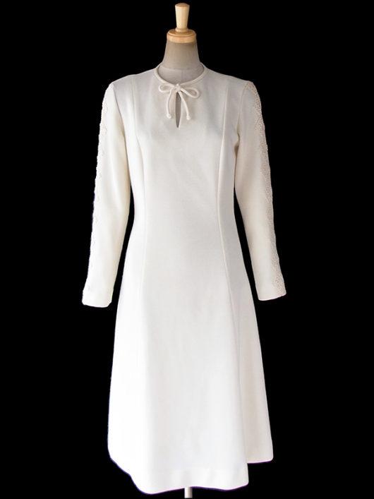 【送料無料】ロンドン買い付け 70年代製 アイボリー X 両袖にコードレース装飾 ヴィンテージ ワンピース 17OM824【ヨーロッパ古着】