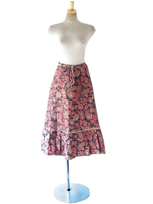 【ヨーロッパ古着】ロンドン買い付け ブラック X 光沢のある花柄プリント 紐ベルト付き ヴィンテージ スカート 17BS222【エレガント】