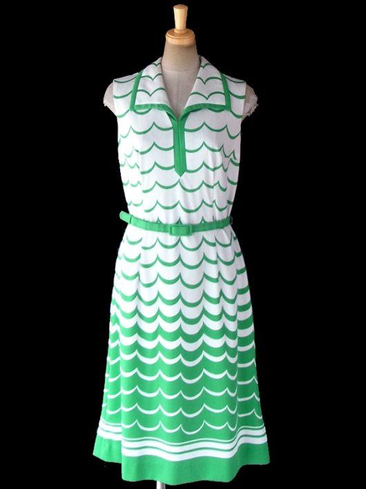 【ヨーロッパ古着】ロンドン買い付け 70年代製 ホワイト X グリーン 波模様 共布ベルト付き レトロ ワンピース 18BS215【おとなかわいい】