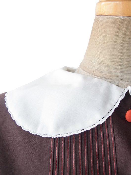 【ヨーロッパ古着】ロンドン買い付け 60年代製 ブラウン X レース縁取り襟・袖 レッドくるみボタン・ステッチ トップス 19OM133【おとなかわいい】